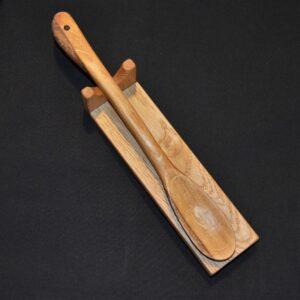 Ambachtelijk houten morsplaatje voor lepel